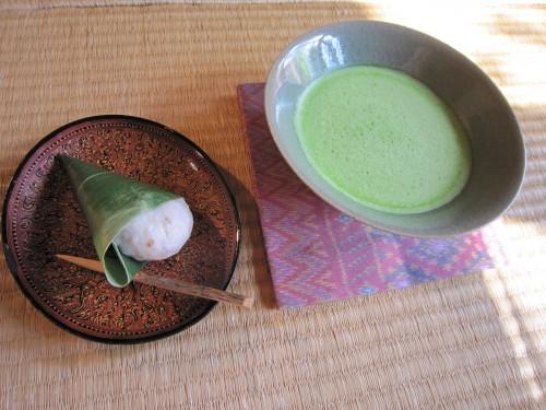 麩饅頭(梅花亭)と抹茶