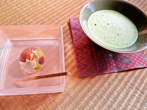 金魚鉢(梅花亭)と抹茶